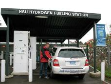 Fueling a fuel cell SUV at the HSU Hydrogen Fueling Station